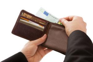 Geldbörse mit Kreditgeld dank Kurzkredit